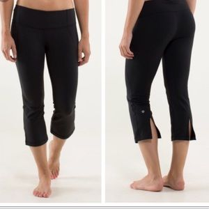 Lululemon Black Gather & Crow Cropped Capri Pants